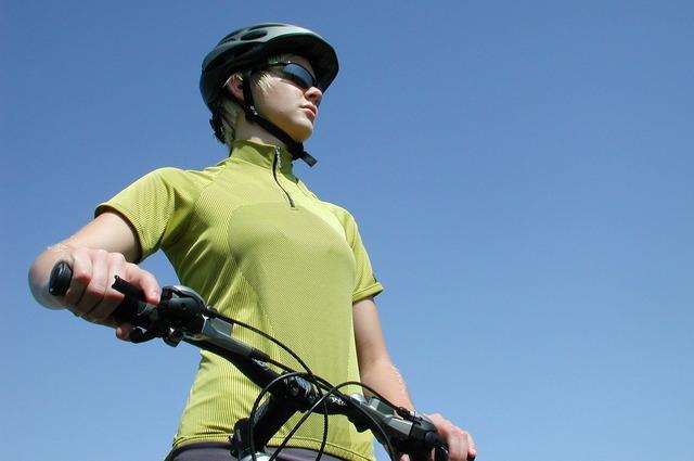 female-biker-1-1561513-640x425
